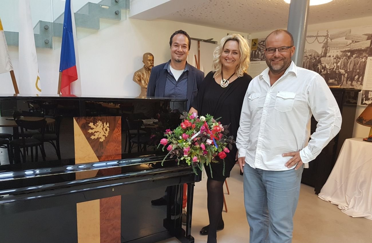 Upright Piano Republika Auctioned
